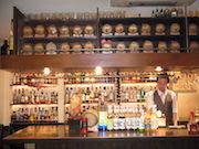 東池袋のバーの「たるキープ」が好評 好きなお酒を入れて保管