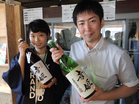 第2回イベントで登場した佐賀の蔵元・幸姫酒造の峰松宏文さん(右)とイベントスタッフ