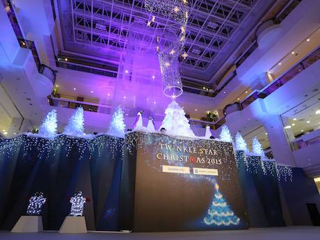 噴水広場に登場したクリスマスツリー「Twinkle Aurora Tree」