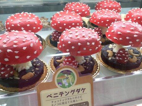 「ベニテングタケ」モチーフのケーキ