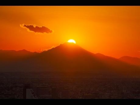 展望台からの「ダイヤモンド富士」(2014年11月 撮影:金子宏一さん)