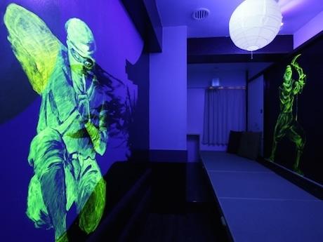 忍者アートが描かれた宿泊室