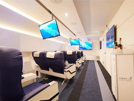 ファーストクラスで実際に使われていた座席や機内を再現した内装空間