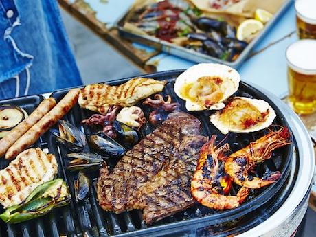 魚介&ステーキのグリル料理をBBQスタイルで提供