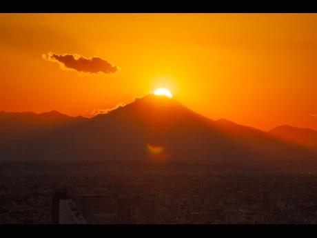 ダイヤモンド富士(2014年11月 撮影=金子宏一さん)