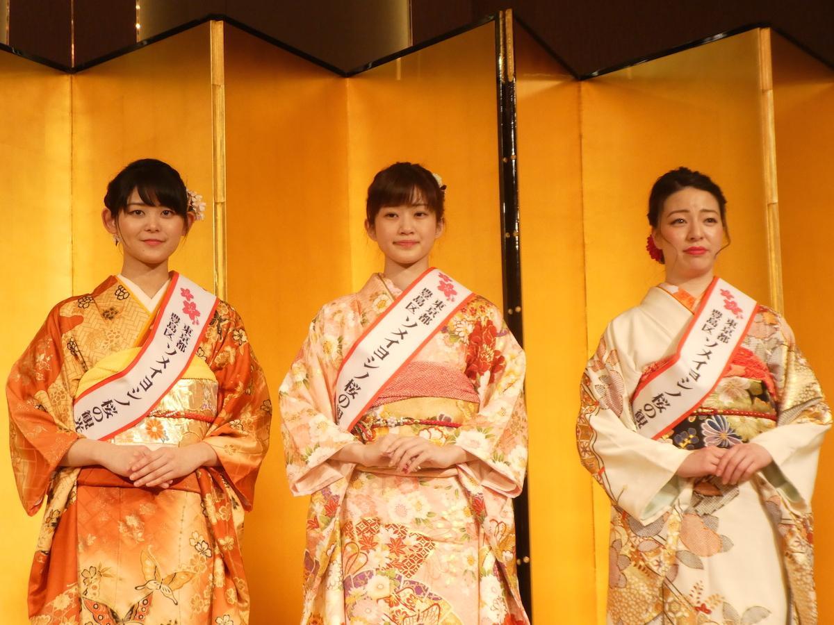 小口佳穂さん(左)、勝野南美さん(中央)、元谷百合奈さん(右)