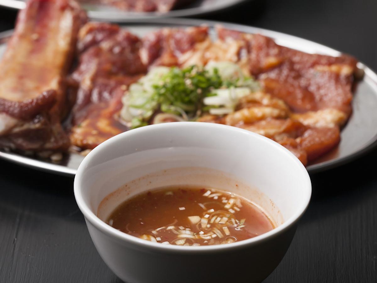 「小樽焼肉 ぶいぶい」のスープだれ