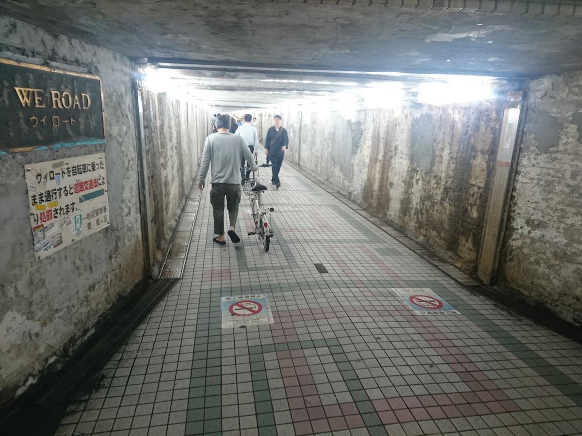 歩行者トンネル「WE ROAD(ウイ ロード)」