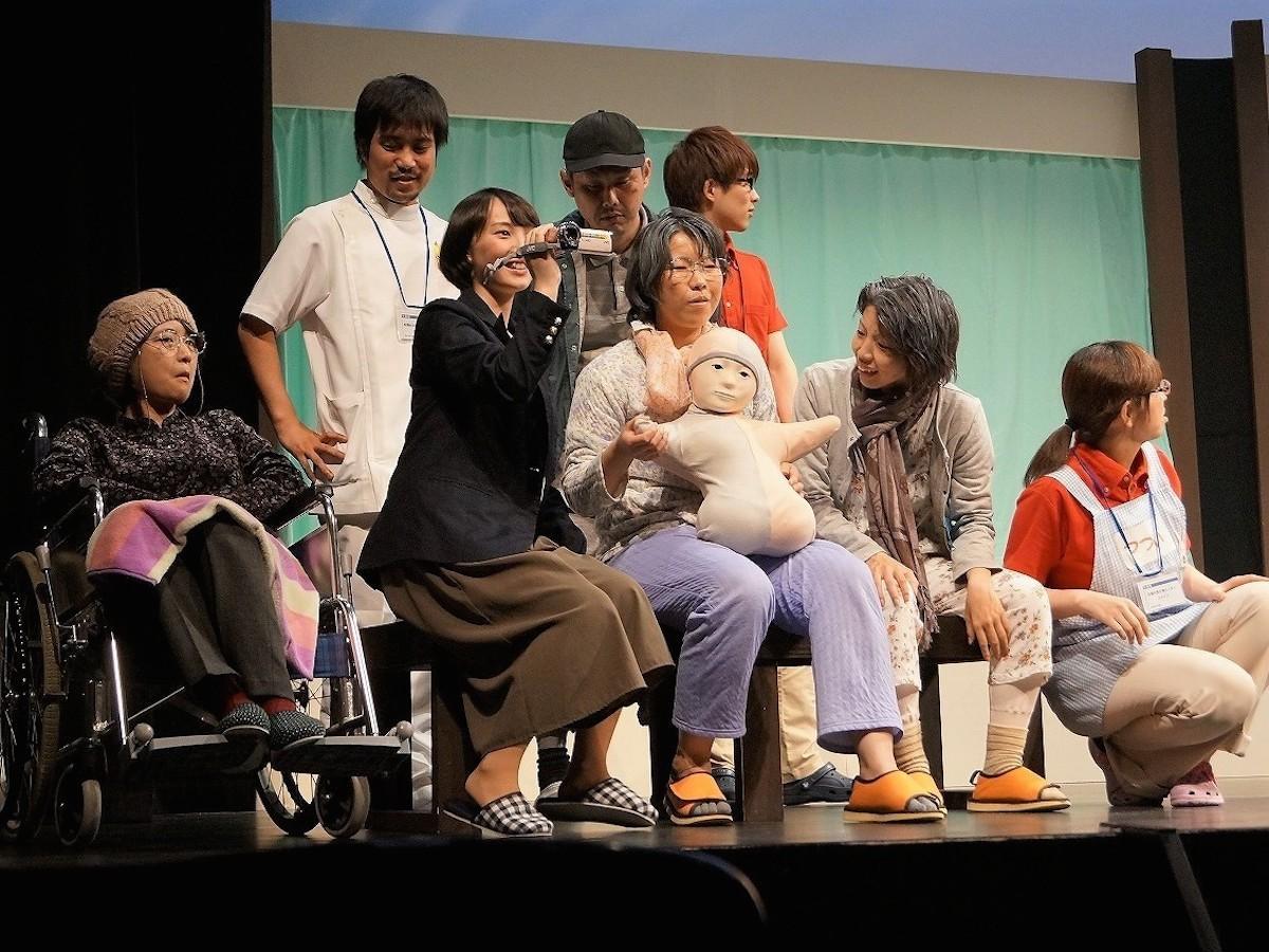 昨年の大賞受賞劇団「ラビット番長」の招待公演の様子