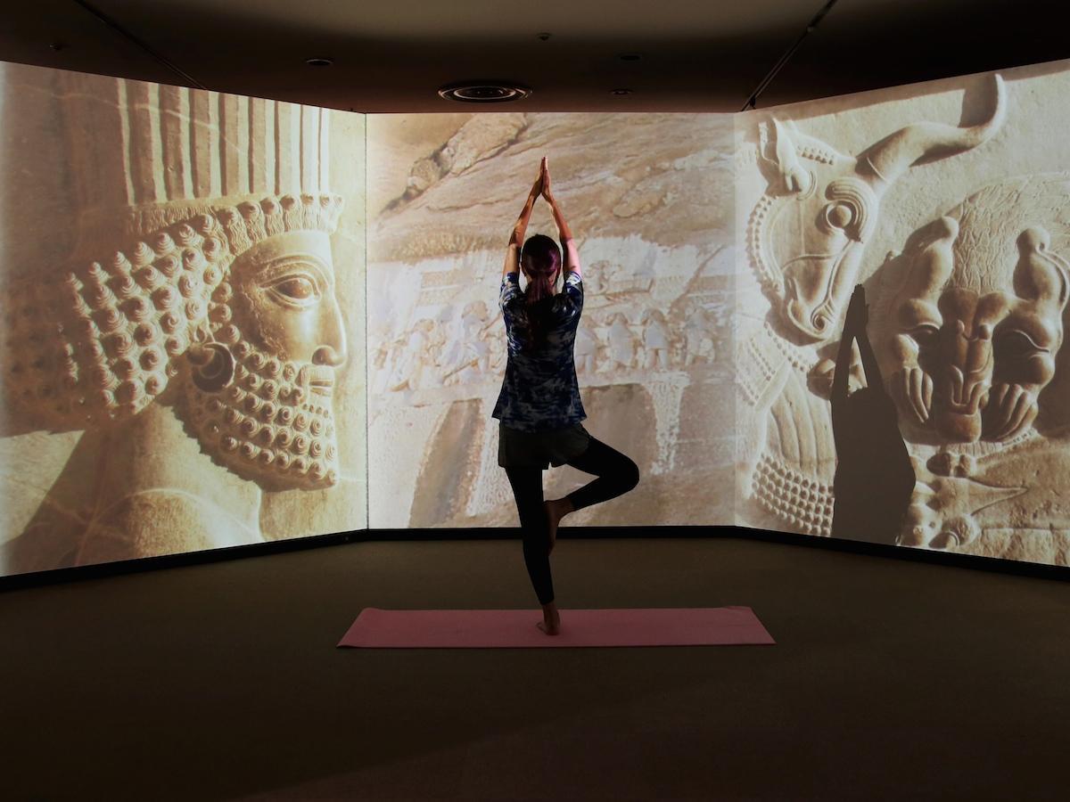 「古代オリエント博物館」でヨガ