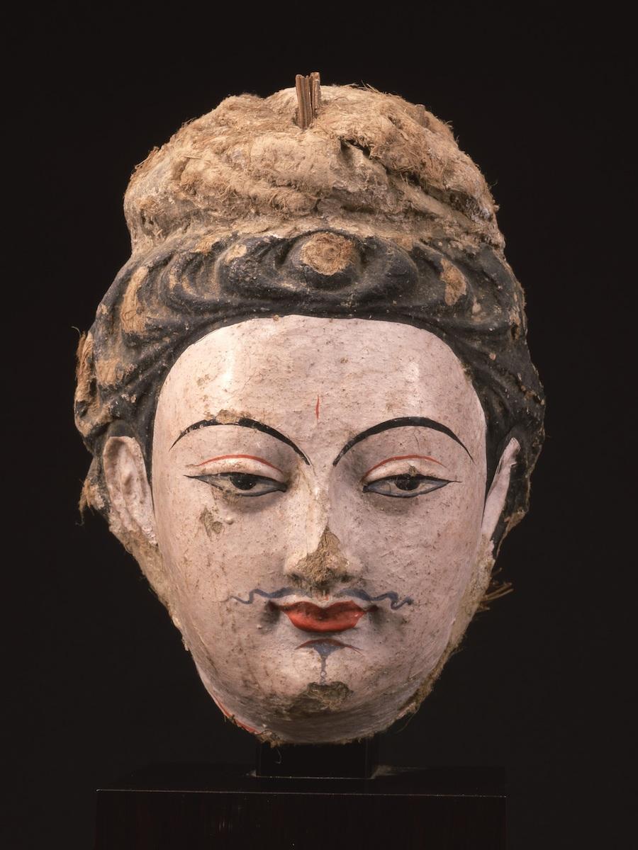 菩薩像頭部:中国、クムトラ千仏洞(平山郁夫シルクロード美術館)