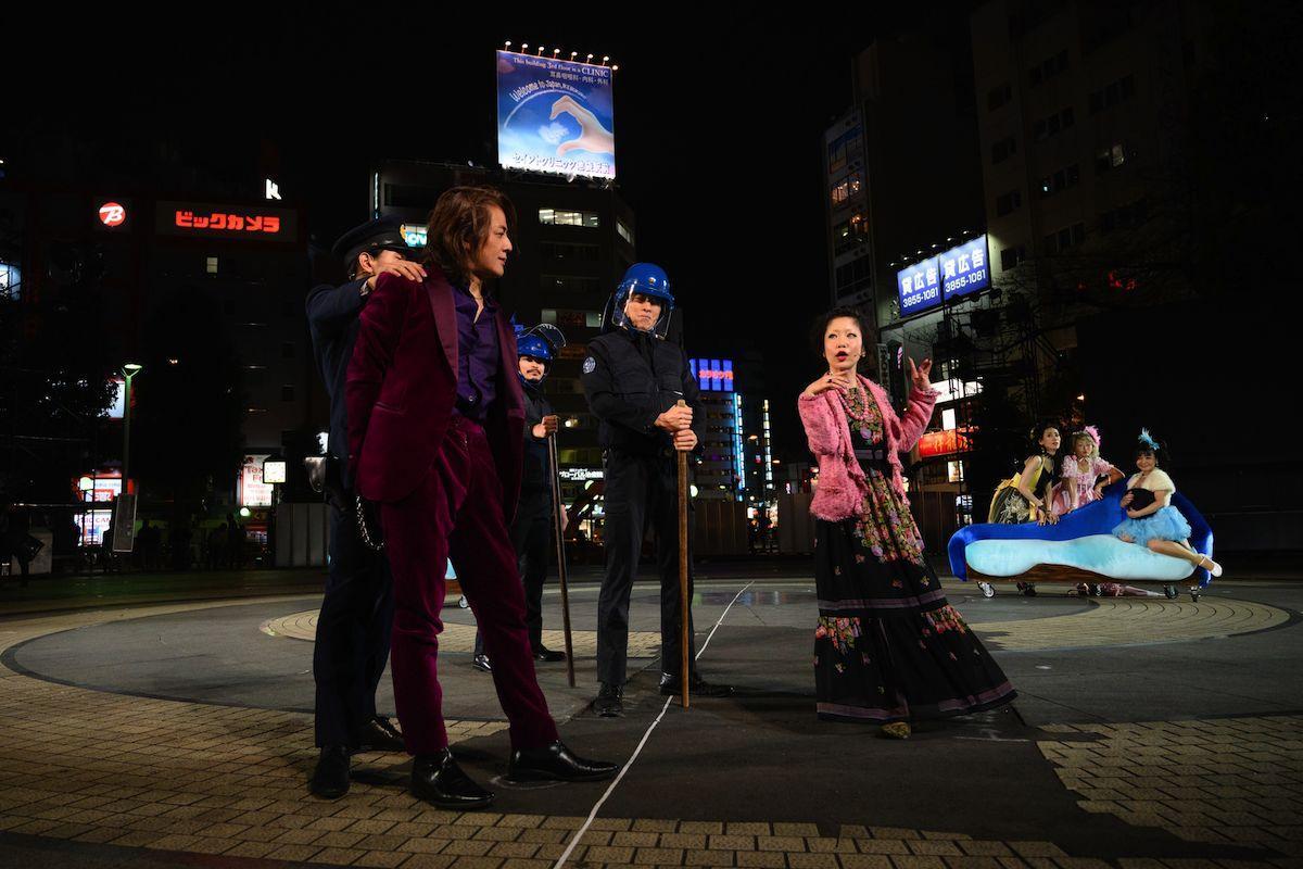 「野外劇 三文オペラ」初日の様子 ©松本和幸