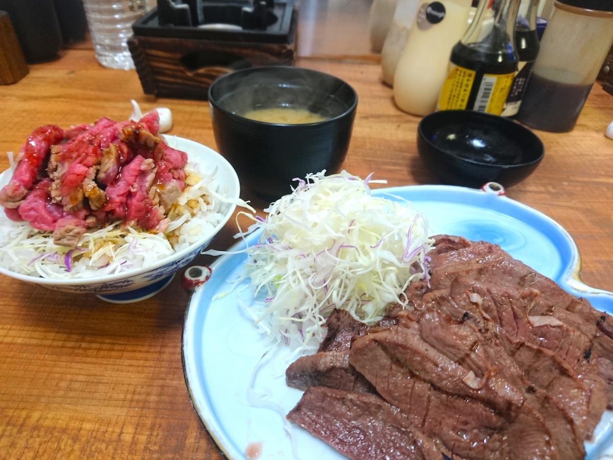 「味わい牛タン塩焼きとミニローストビーフユッケ丼」の牛タン2倍
