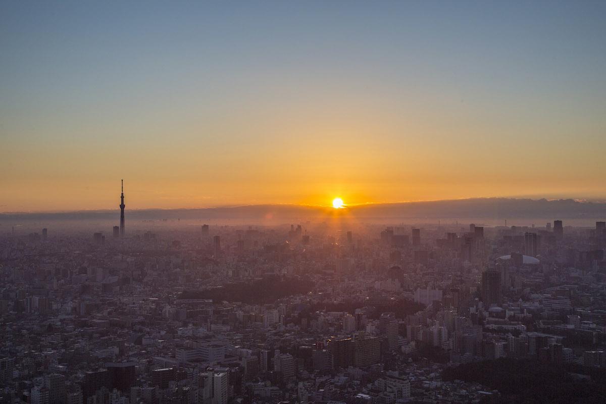 サンシャイン60展望台からの初日の出の様子