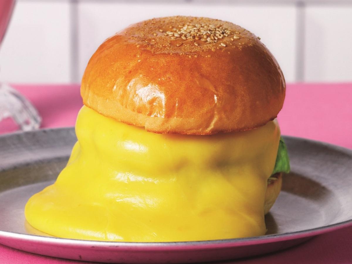 末広町「バーガー&ミルクシェイク クレィン」の「スーパーチーズバーガー」