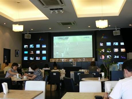 北京五輪に、高校野球に、今年の夏はスポーツ観戦でにぎわう伊勢市の「Net's C@fe(ネッツカフェ)」。