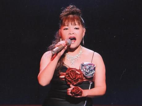 岐阜県出身の演歌歌手・清水美咲さん。オリジナル曲「志摩~心のふるさと」などを披露する。岐阜放送ぎふチャンの公開録音も予定。