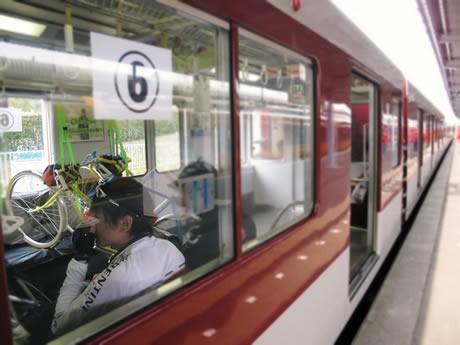 「つり革に自転車」近鉄、臨時列車運行-「サイクルトレイン」で志摩の春を満喫