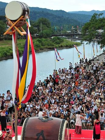 伊勢神宮・門前町一帯で「日本太鼓祭」-全国から太鼓打ち150人集結