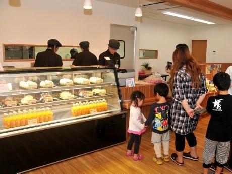 南伊勢町の養鶏場が、プリンとロールケーキとオムライスの店始める
