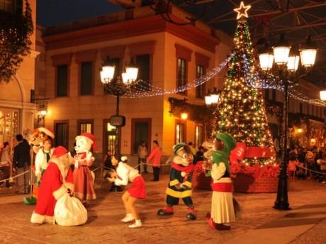 志摩スペイン村にクリスマス-高さ7メートルのビッグツリー点灯式