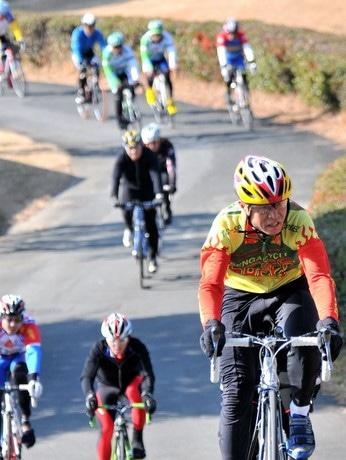 自転車ロードレース「ツール・ド・三重2012」開幕、合歓の郷から
