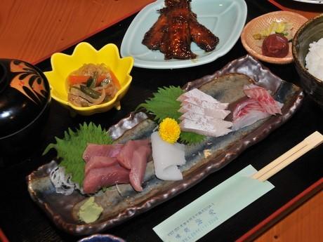 伊勢エビの天ぷらやフライ、近海で取れた刺身メーンの定食充実-志摩に和食店「海栄」写真は「刺し身定食」(1,500円)