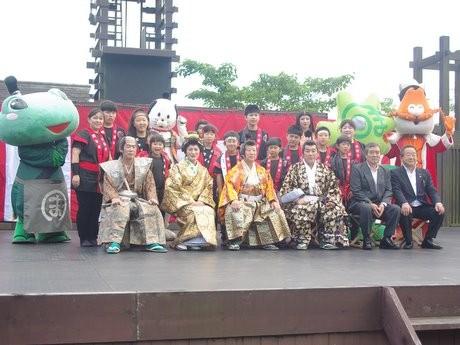 伊勢・安土桃山文化村に「志摩の日」-ちょんまげ姿の志摩市長が調印式