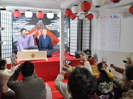伊勢の住みます芸人・桂三輝さん、兄弟子の三弥さんと24時間年越し落語