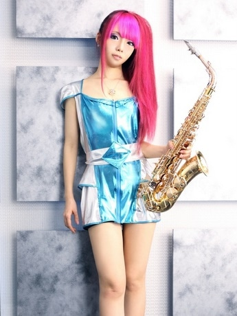 アドリブ演奏の教則DVD-伊勢出身の大西由希子さんがミニスカートでまったり解説