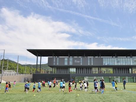 元なでしこジャパン宮本ともみさんらが教室-伊勢フットボールヴィレッジ