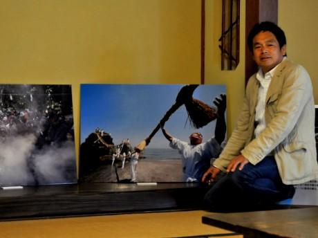 500余りの三重の祭りを撮る伊勢の写真家・阪本博文さん、賓日館で写真展