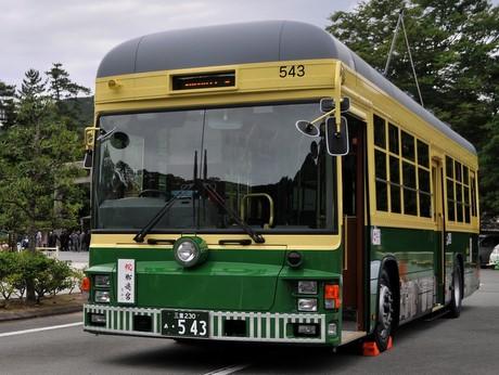 路面電車風のバス「神都バス」、伊勢神宮内宮-外宮間を毎日5往復