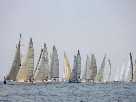 国内最高峰の外洋ヨットレース「パールレース」に52艇、順調よくフィニッシュ(写真=門原頌さん)