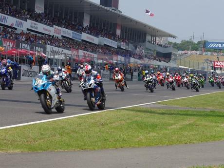 「鈴鹿8時間耐久ロードレース」スタート、世界14カ国63チーム189人が参加