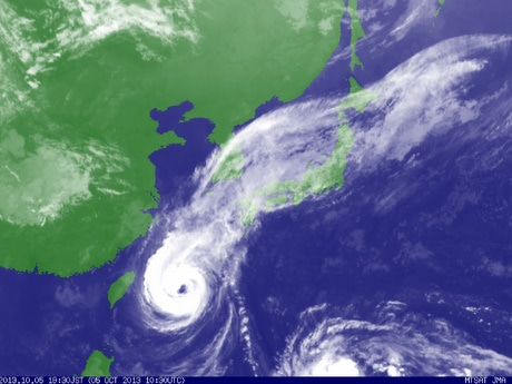 伊勢神宮外宮遷御当日、台風の目ハート型に-「まさに神業」天気もドラマチックに(気象庁、気象衛星からの19時30分更新の画像)