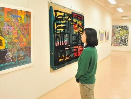 志摩でダウン症の作家たちが描いた絵の展覧会-アトリエ・エレマン・プレザン