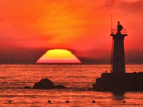 「朝日が富士山?」-伊勢志摩から3日連続富士山観測で太陽も富士山に変形