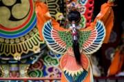 伊勢神宮秋の神楽祭-鳥の舞「迦陵頻」演目の最中にタカがシンクロ