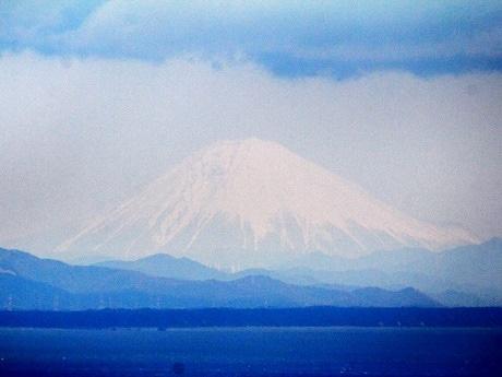 伊勢志摩から直線距離で200キロ以上離れた富士山、一日中観測(撮影は宮本秀明さん。Canon EOS60D Vixen ED80Sf (f=600mm) 直焦点、ISO800 1/5000秒 トリミングなし)