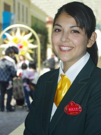 志摩スペイン村にハーフ女子大生・篠原沙紗さん、スペイン・アルカラ大インターンシップ制度で