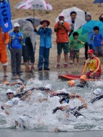 「伊勢志摩サミット」開催の志摩市でトライアスロン 590人汗流す