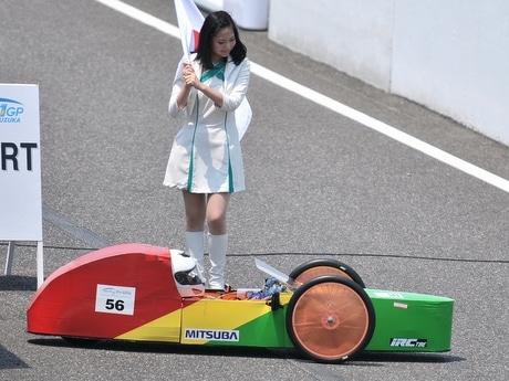 単3乾電池40本で走る「エネ1GP」伊勢工高機械部チーム悲願の完走