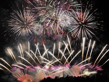 第63回伊勢神宮奉納全国花火大会 全国の花火師入魂の花火、秋の夜空に