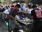 10月8日は「鳥羽の日」 浦村かきの初食い祭りに長蛇の列