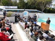 賢島唯一の学校「代々木高校」入学式 サミット会場すぐ、警官とペンギンに見守られ