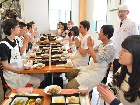ジュニアサミット交流事業で伊勢神宮や斎宮跡、高校生レストランなどを視察