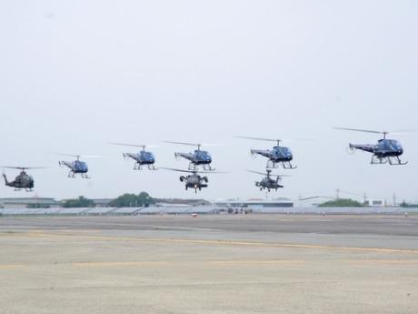 陸自・明野駐屯地・航空学校「航空祭」、シン・ゴジラと戦ったアパッチ展示