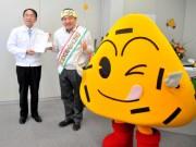 伊勢のマスヤ「おにぎりせんべい大使」全国に21人、東日本の認知向上目指す