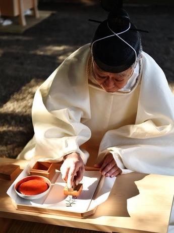 伊勢神宮で「大麻」をつくる最初の祭典「大麻暦奉製始祭」 年間954万体